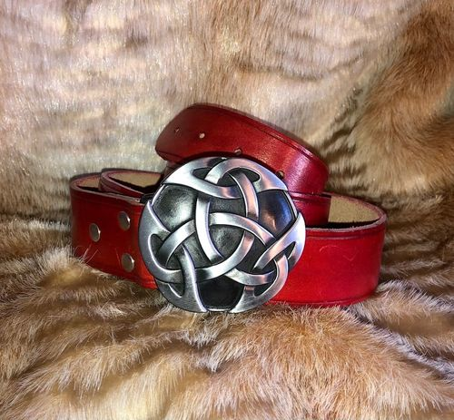 Leather belt with celtic buckle